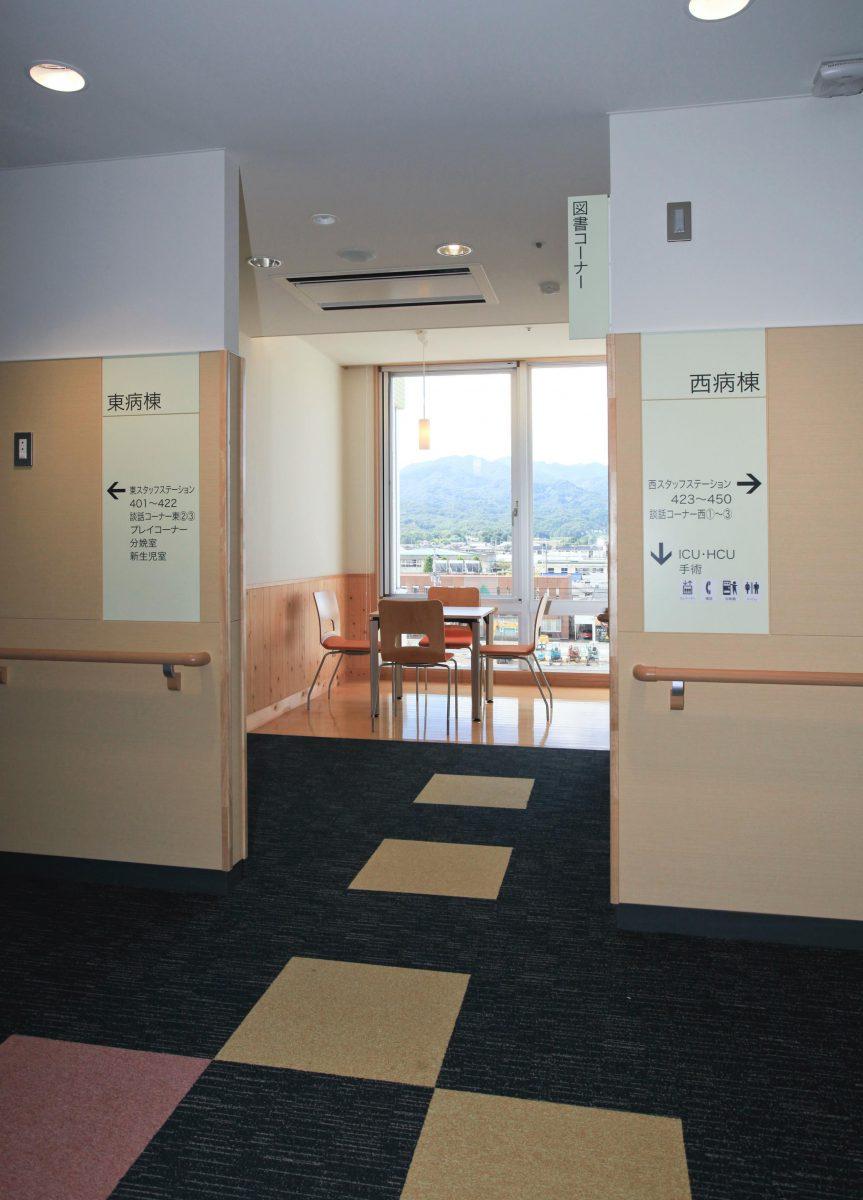 病棟内図書コーナー