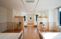 一般病棟4床室(家具により個の領域を確保)