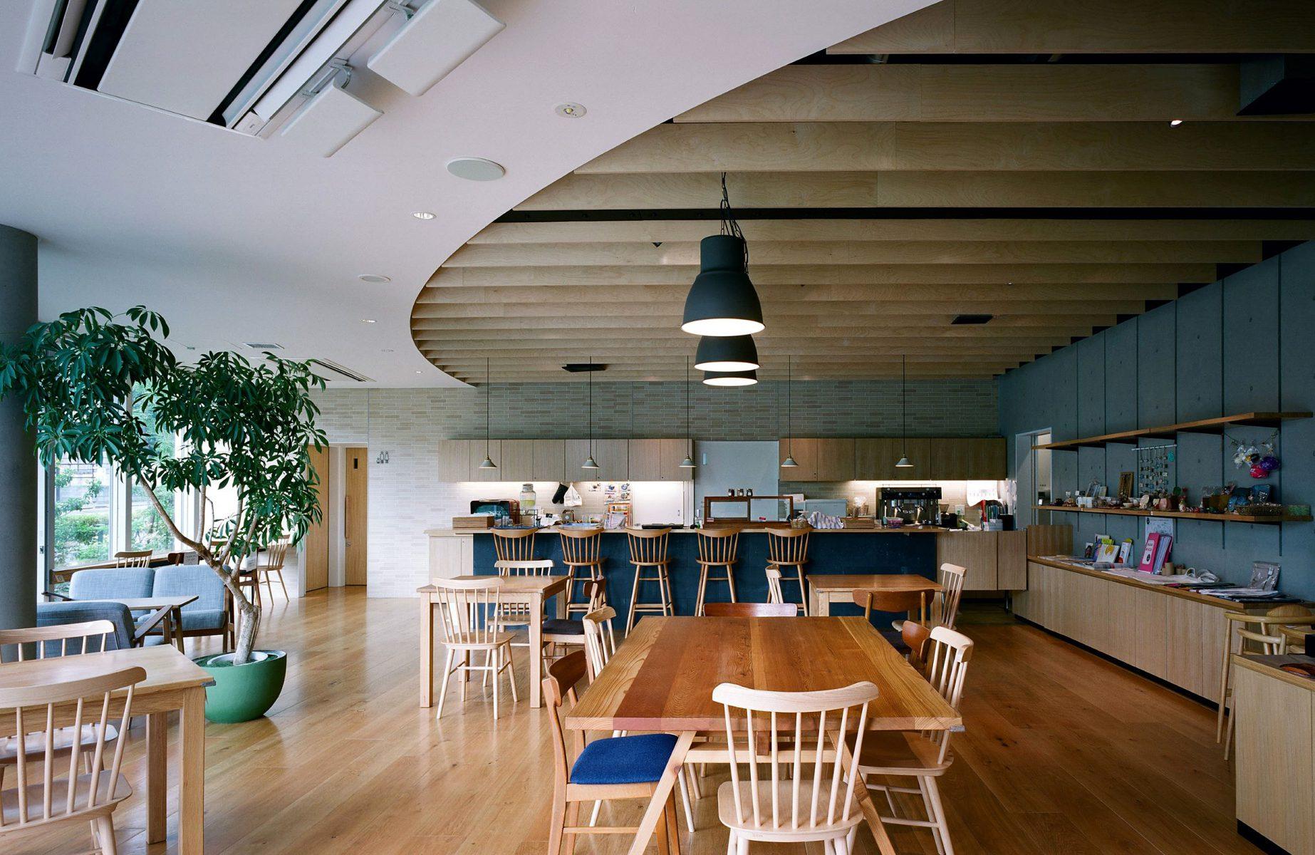 C棟の地域に開かれたカフェ