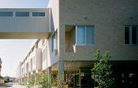 A棟(病院棟) 建物と車道の間に遊歩道を計画