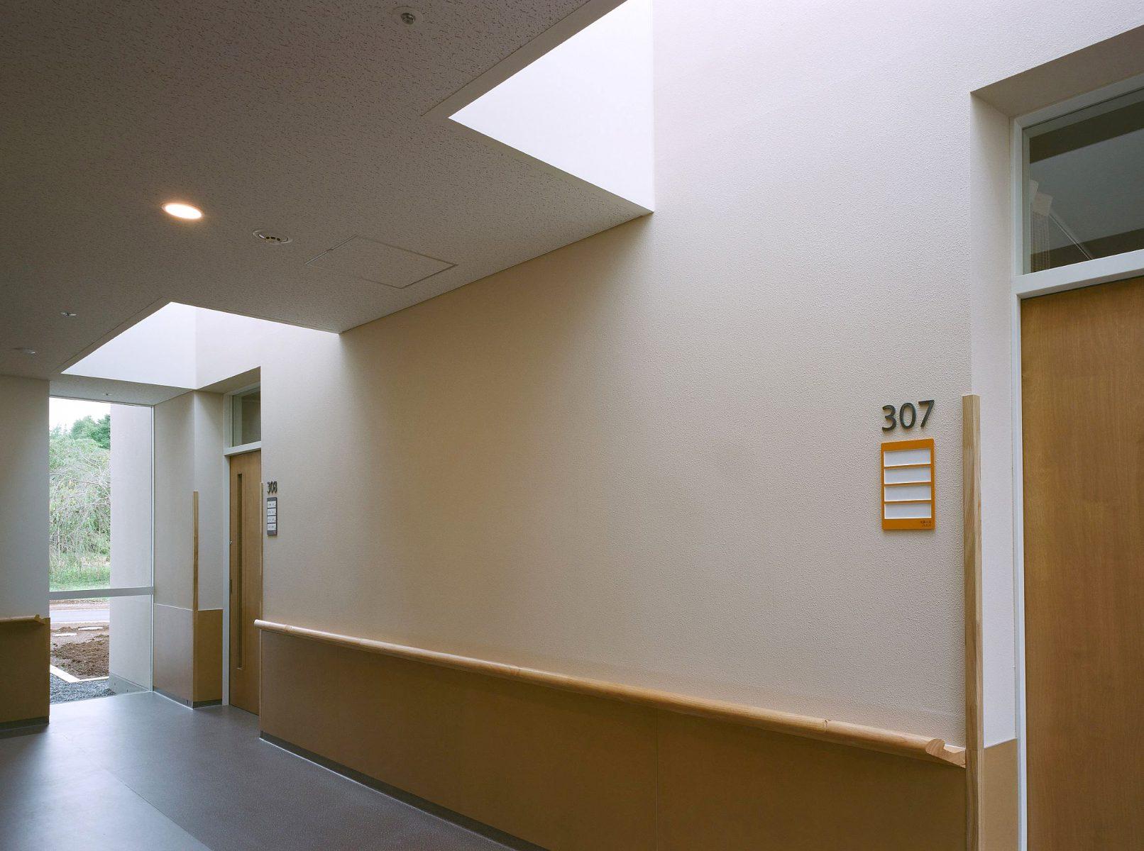 4床室前廊下